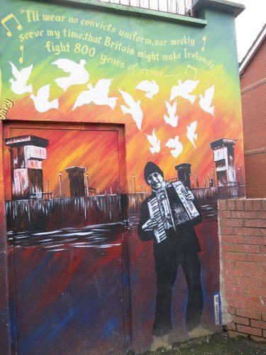DA�tail ajoutA� par le street artist Jef Aerosol sur le mural de Bobby Sands - Falls Road - 01.03.2016 - CA�cile Walder